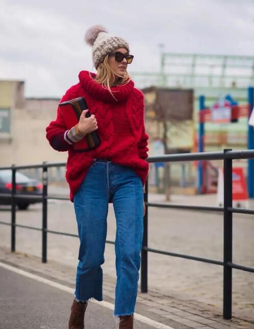 红色宽松毛衣