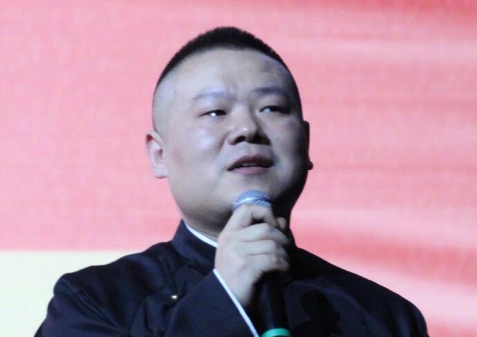 岳云鹏演出落泪 与现场观众告别很不舍