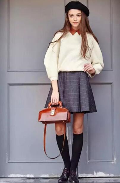 棕色包包 毛呢裙