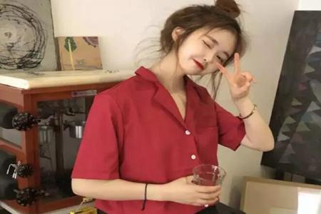酒红色衬衫