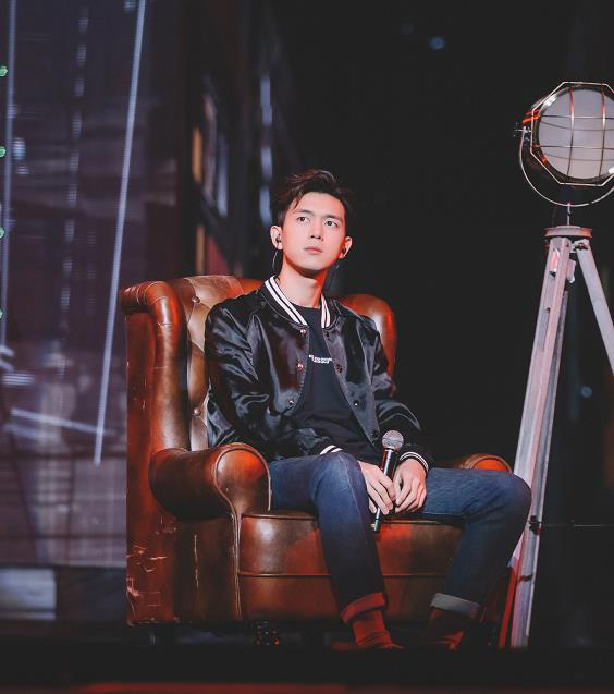 李现跨年首秀在那个台 表演什么节目