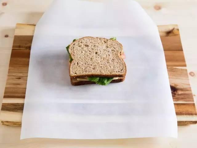 三明治怎么包起来好看?三明治是怎样包的