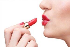 口红好还是变色唇膏好 唇膏和口红的区别