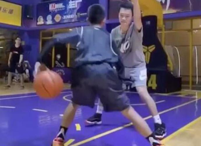 广东独臂篮球少年