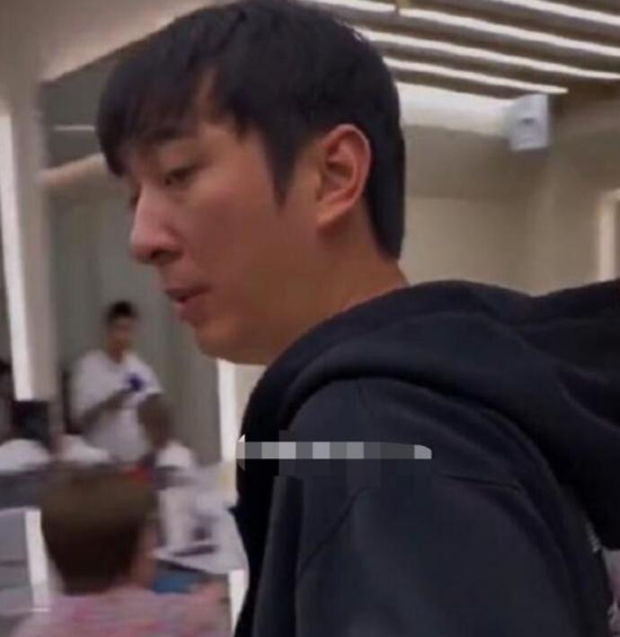 王思聪理发店被偶遇