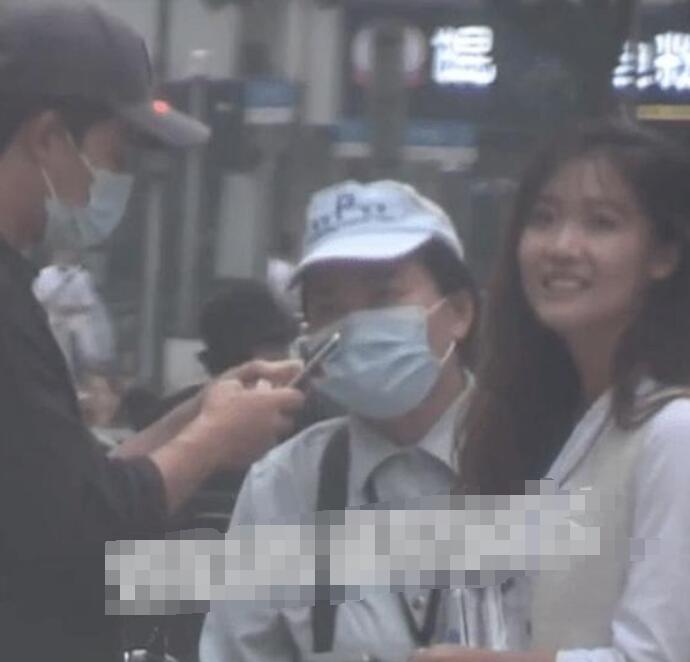 黄轩新恋情疑曝光