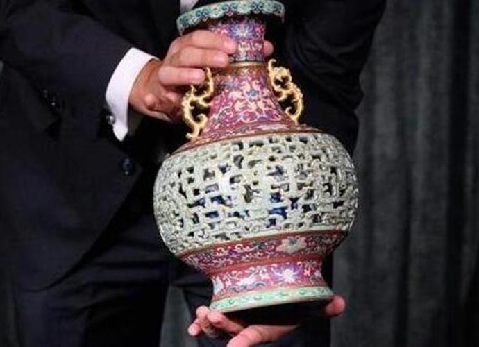 闲置花瓶拍出6300万