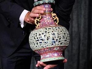 """闲置花瓶拍出6300万 宠物的""""玩具""""拍出历史天价"""