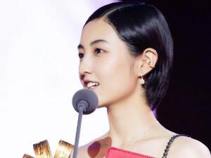 张子枫最受传媒关注女主角 张子枫电影节获奖现场曝光妹妹太美了