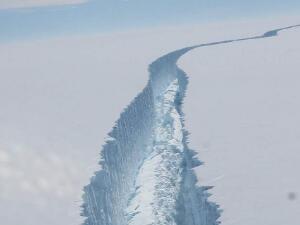 加拿大最后一个完整北极冰架坍塌 全球变暖导致冰川加速融化